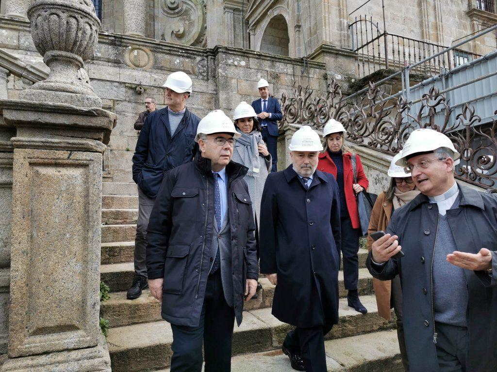 Un momento da visita ás obras da catedral de Santiago